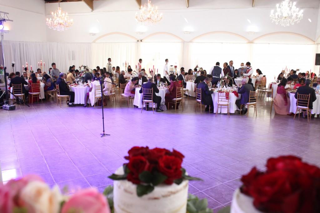 Ambiance-salle-mariage-Antananarivo-Colonnades-Tojo-Irina (2)