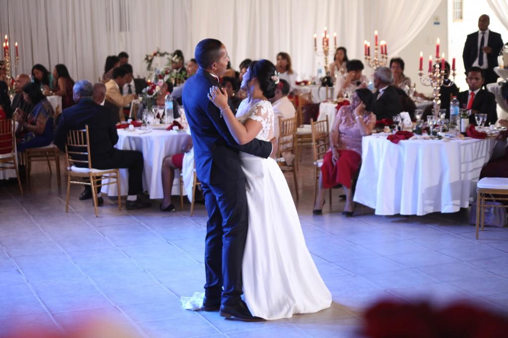 Ambiance-salle-mariage-Antananarivo-Colonnades-Tojo-Irina (3)