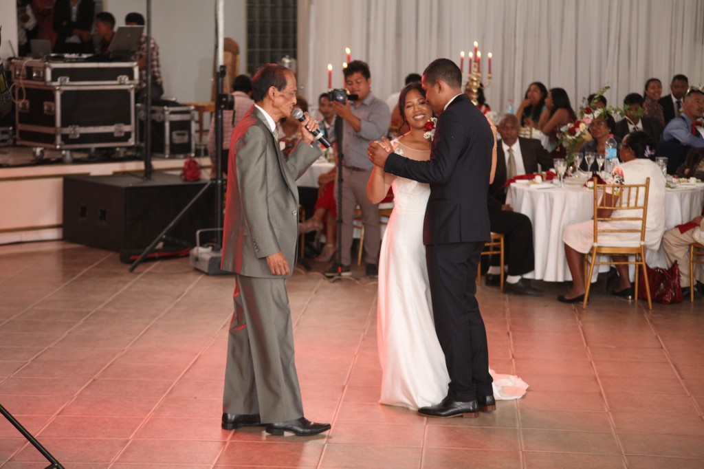 Ambiance-salle-mariage-Antananarivo-Colonnades-Tojo-Irina (6)