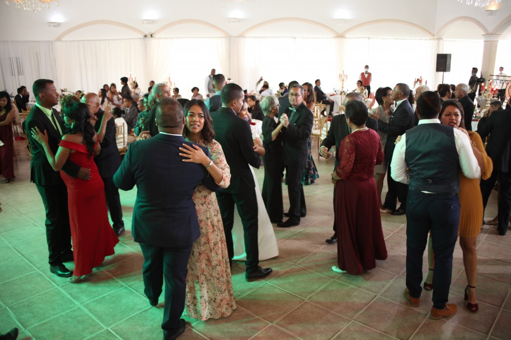 Ambiance-salle-mariage-Antananarivo-Colonnades-Tojo-Irina (9)