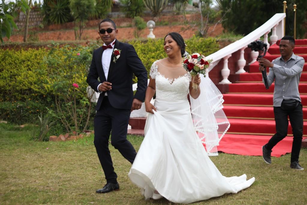 Arrivée-mariés-mariage-Antananarivo-Colonnades-Tojo-Irina (5)