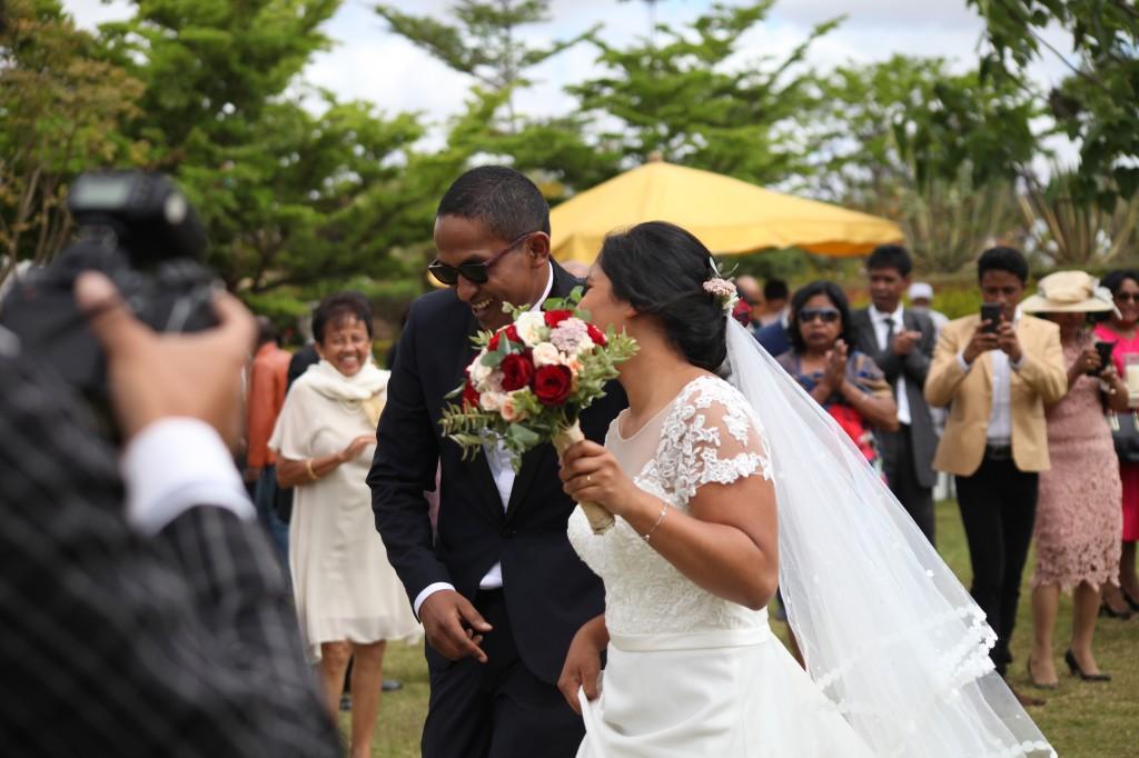 Arrivée-mariés-mariage-Antananarivo-Colonnades-Tojo-Irina (6)