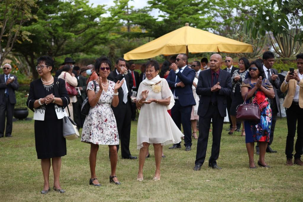 Arrivée-mariés-mariage-Antananarivo-Colonnades-Tojo-Irina (7)