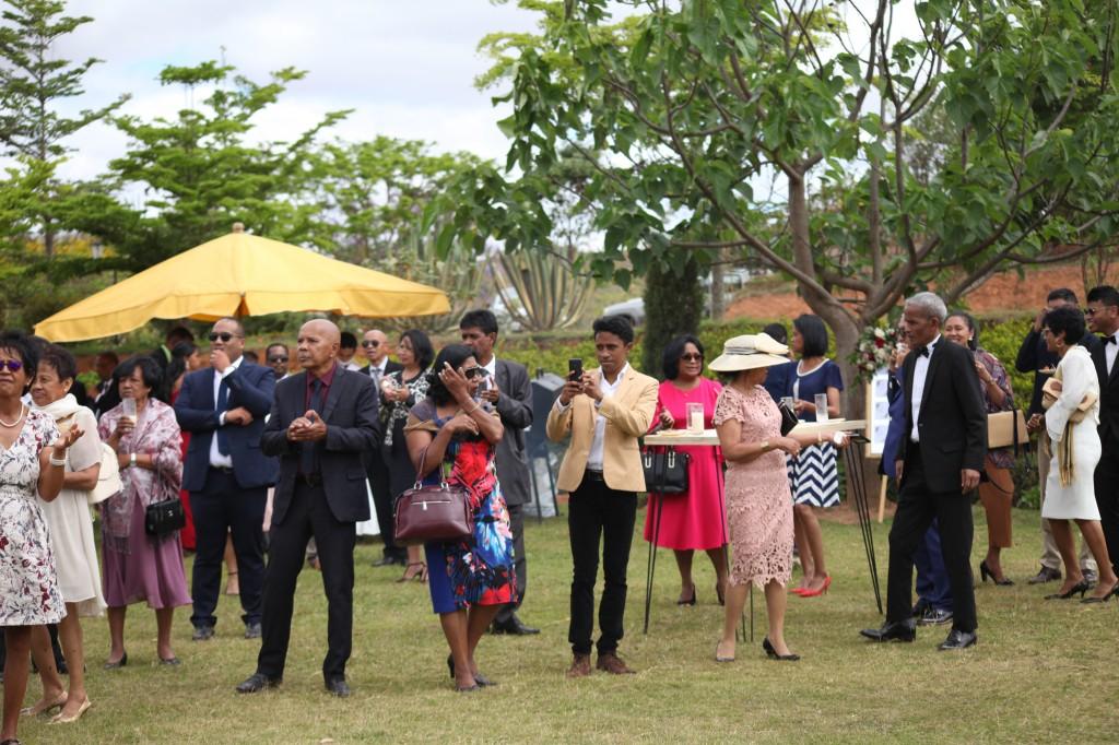 Arrivée-mariés-mariage-Antananarivo-Colonnades-Tojo-Irina (8)