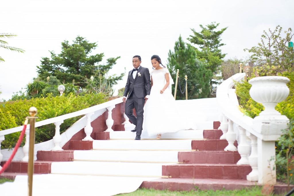 Accueil-mariés-jardin-espace-colonnades-Mariage-tahiana&kanto-photosary (3)