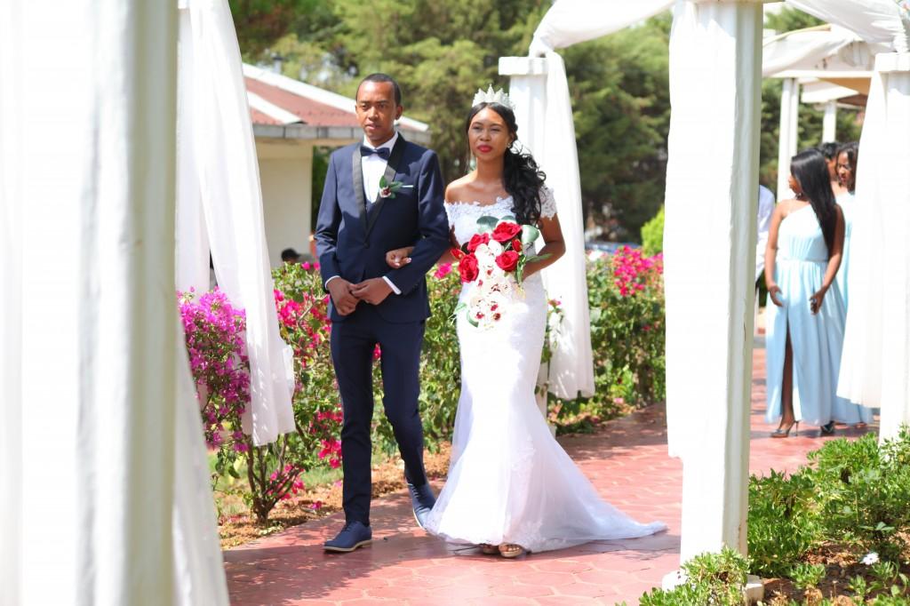 Arrivée_mariés_invités_mariage_espace_Colonnades_Andraina & Andomiora (6)