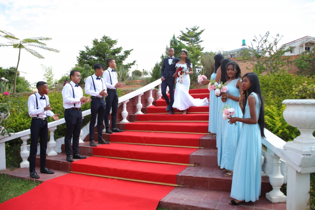 Arrivée_mariés_invités_mariage_espace_Colonnades_Andraina & Andomiora (7)