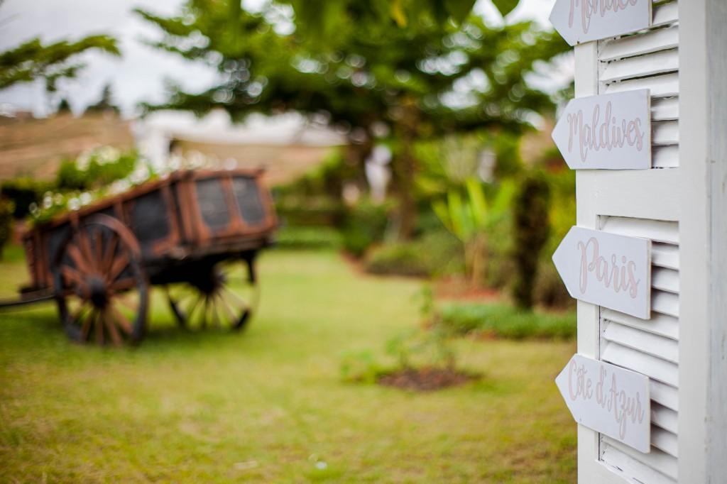 Décoration-jardin-espace-colonnades-Mariage-tahiana&kanto-photosary (1)