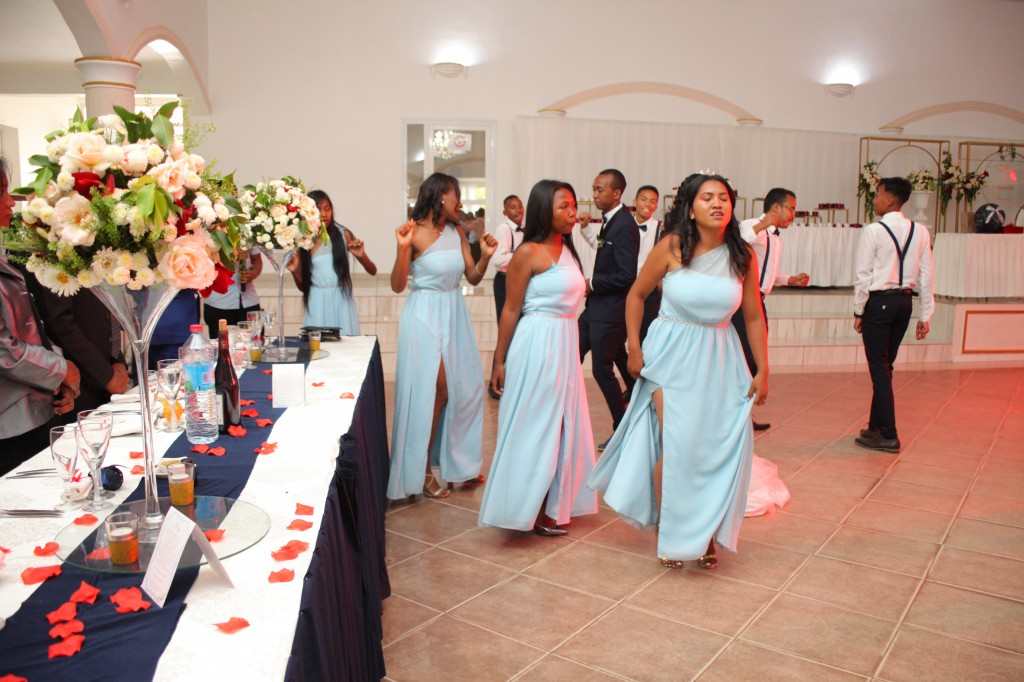 Entrée_salle_ambiance_mariage_espace_Colonnades_Andraina & Andomiora (4)