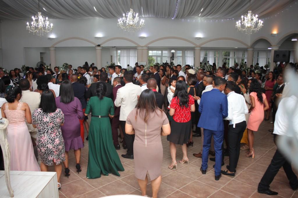 Ambiance-salle-réception-mariage-colonnades-Rado & Mihanta (2)