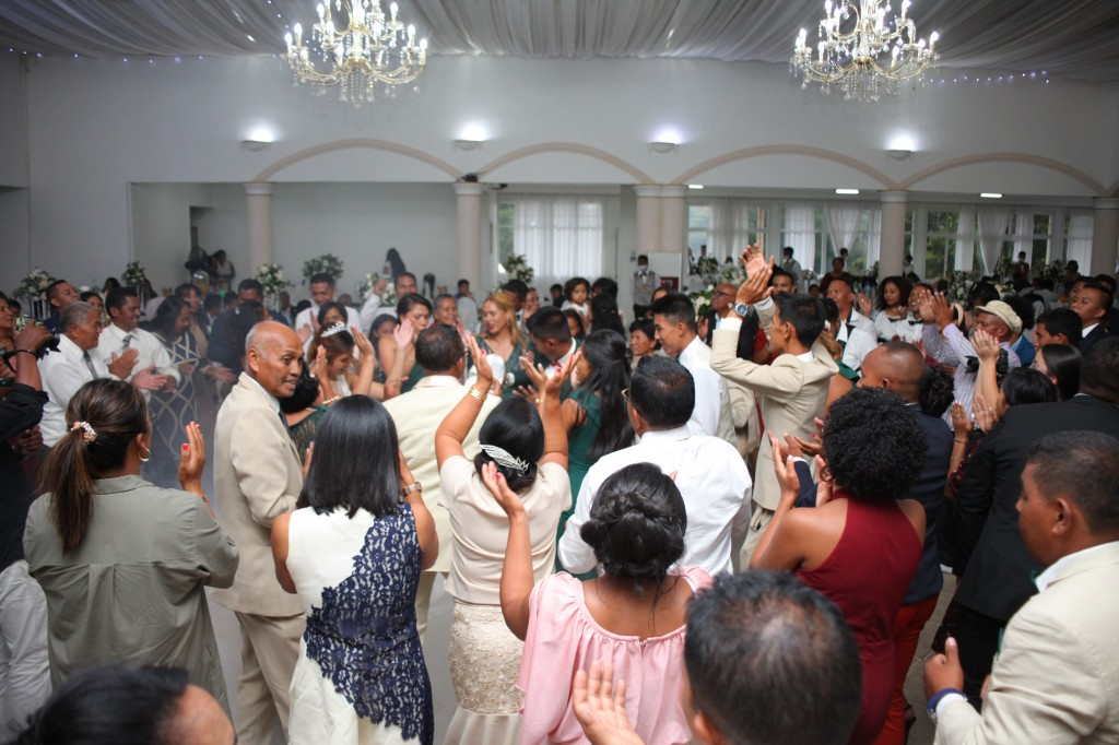 Ambiance-salle-réception-mariage-colonnades-Rado & Mihanta (3)