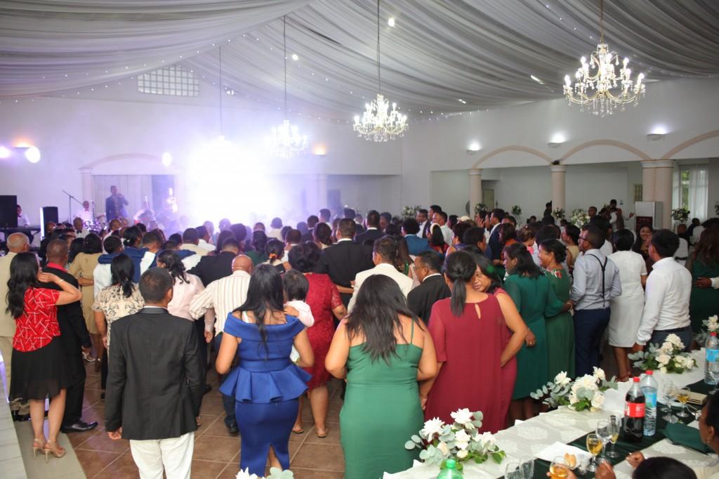 Ambiance-salle-réception-mariage-colonnades-Rado & Mihanta (5)