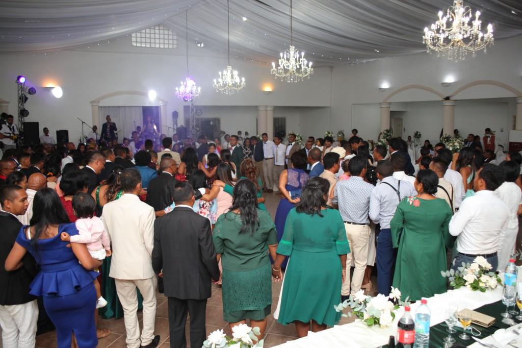 Ambiance-salle-réception-mariage-colonnades-Rado & Mihanta (6)