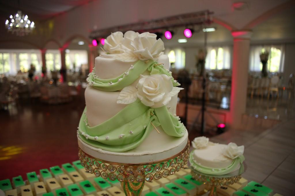 Décoration-gateau-salle-réception-Colonnades-mariage-Joda-Sandrah (1)