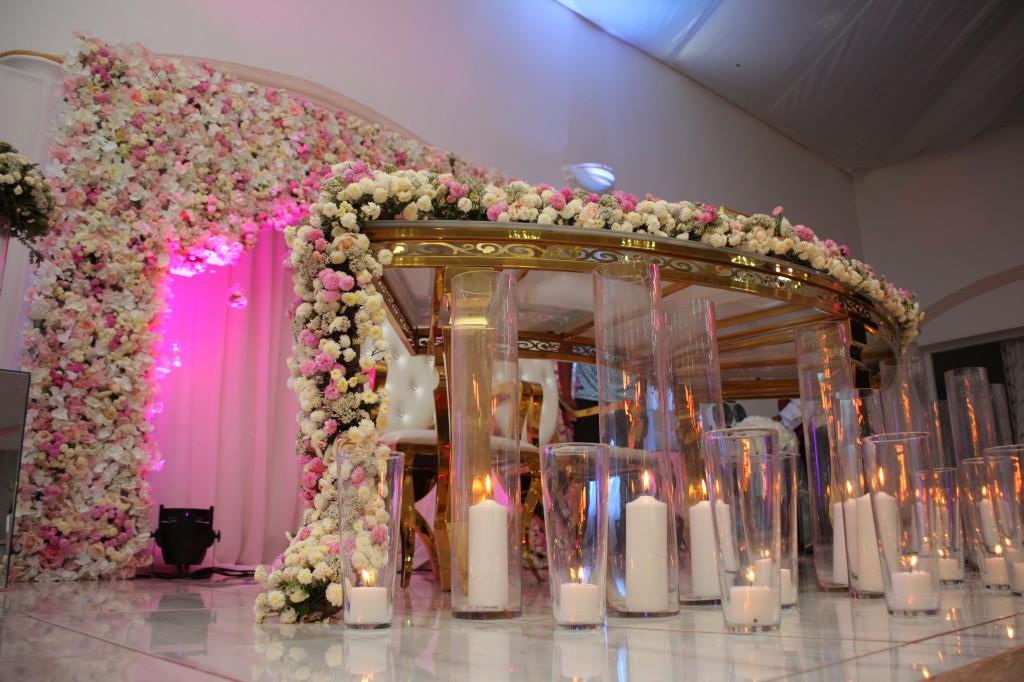 Décoration-salle-réception-Colonnades-mariage-Joda-Sandrah (10)