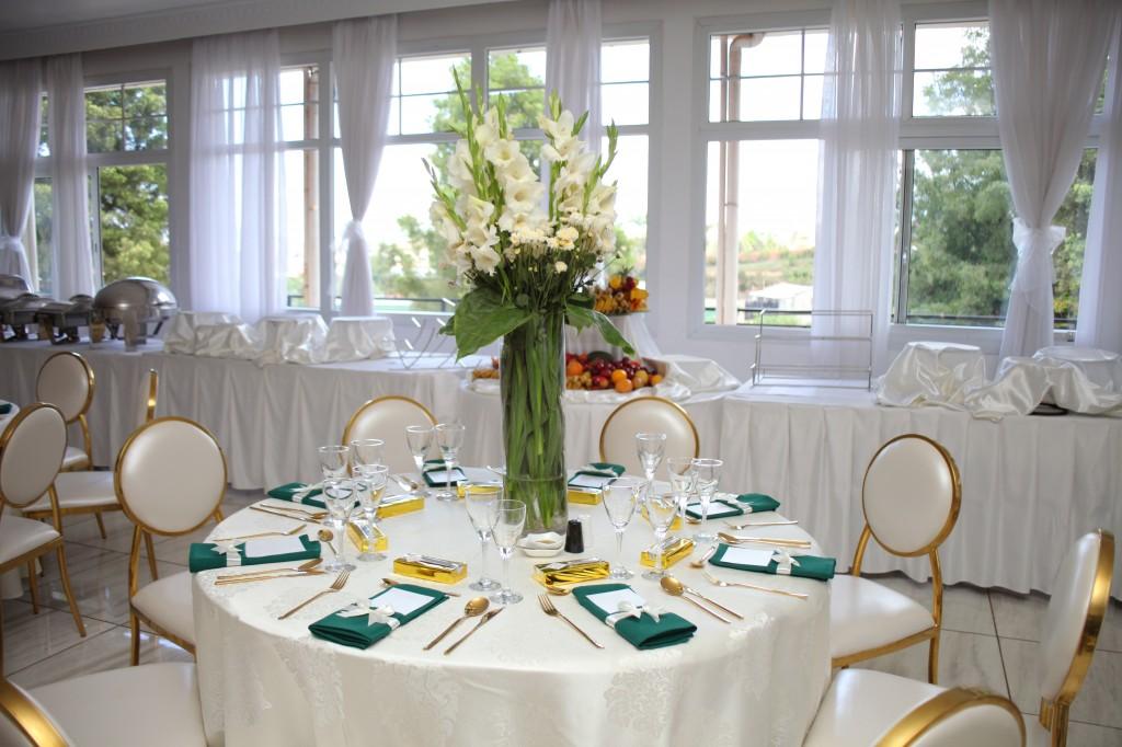 Décoration-salle-réception-Colonnades-mariage-Joda-Sandrah (3)