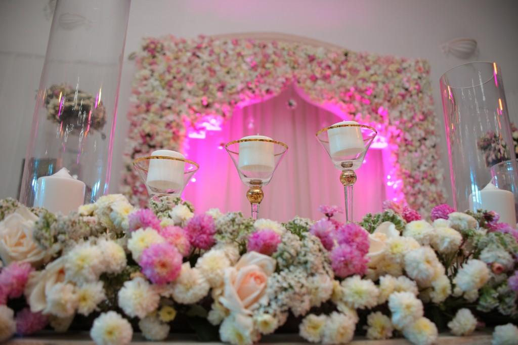 Décoration-salle-réception-Colonnades-mariage-Joda-Sandrah (5)