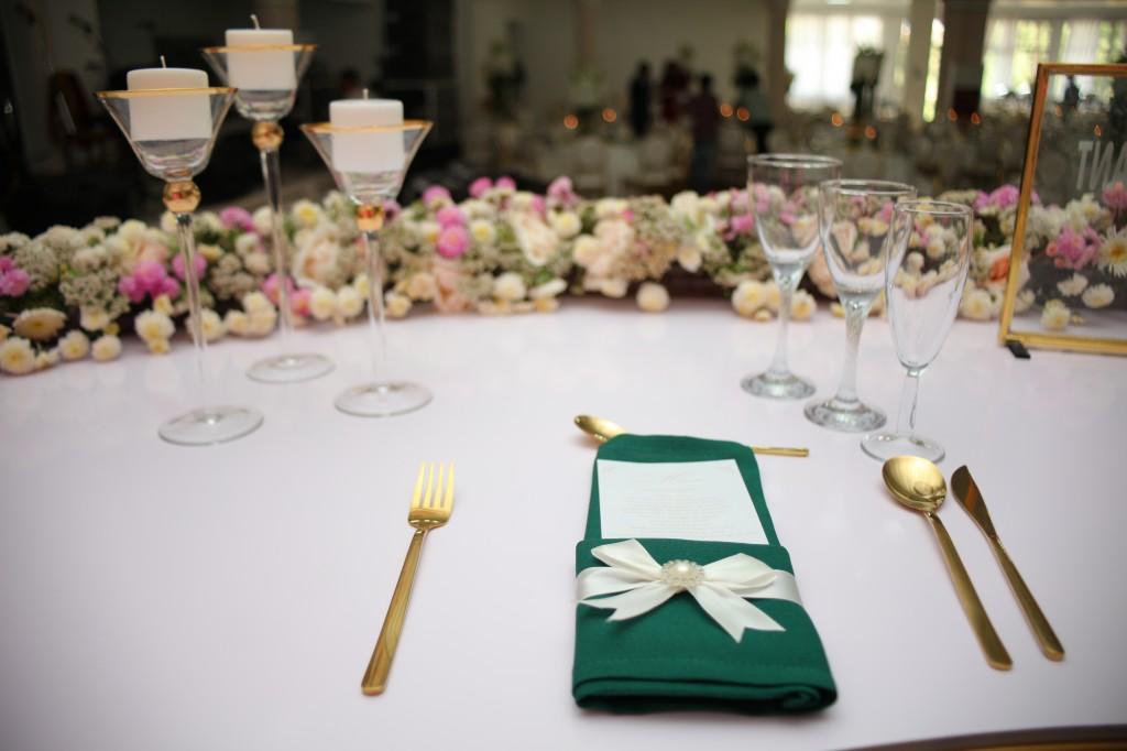 Décoration-salle-réception-Colonnades-mariage-Joda-Sandrah (8)