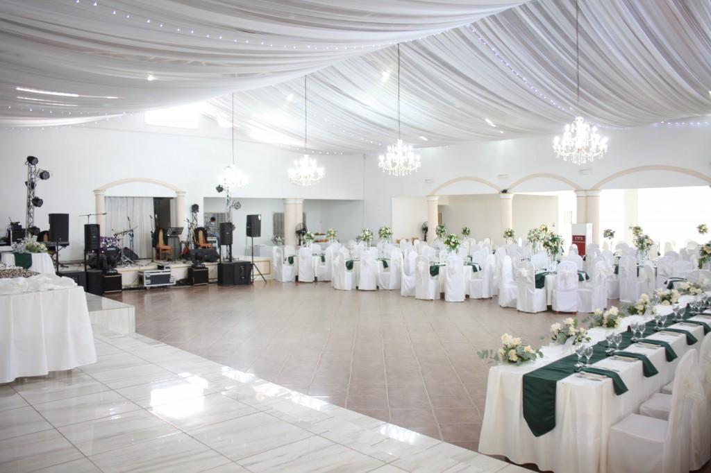 Décoration-salle-réception-mariage-colonnades-Rado & Mihanta (12)