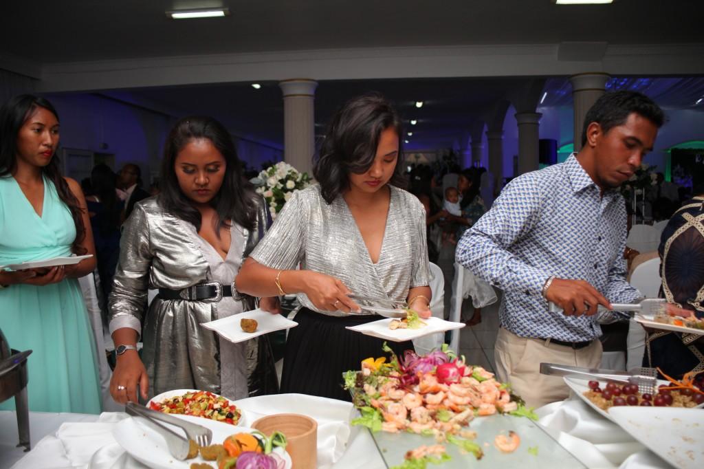 grand-buffet-salle-réception-mariage-colonnades-Rado & Mihanta (10)