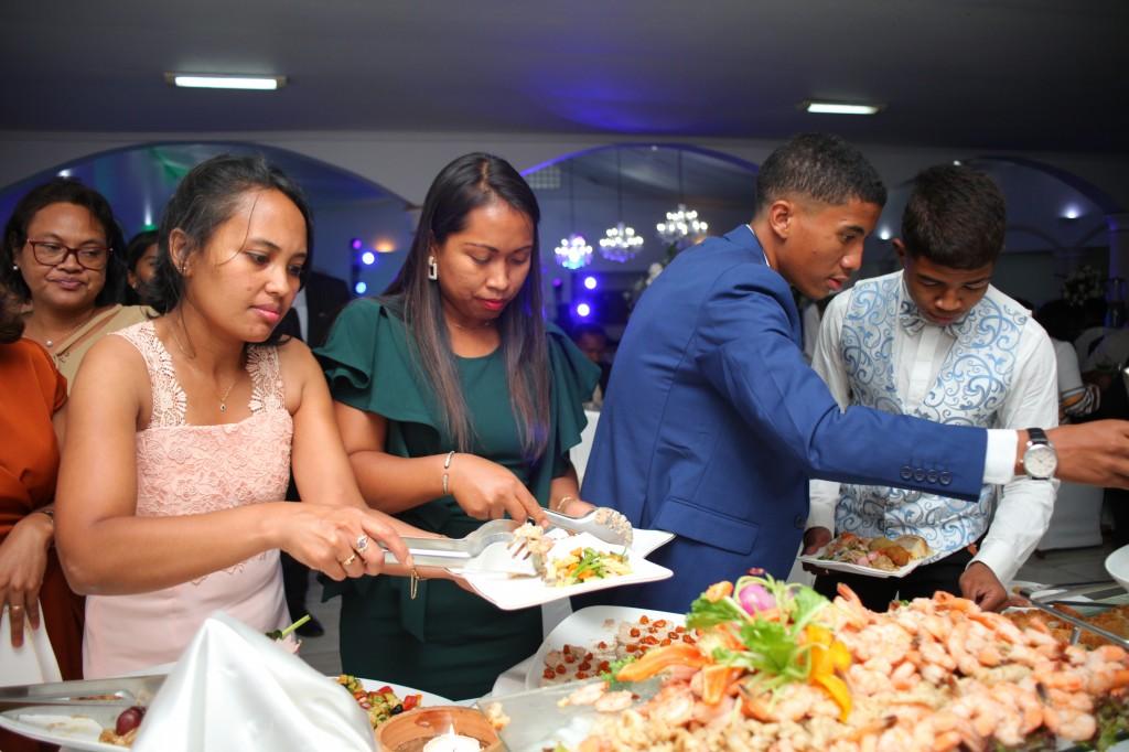 grand-buffet-salle-réception-mariage-colonnades-Rado & Mihanta (11)