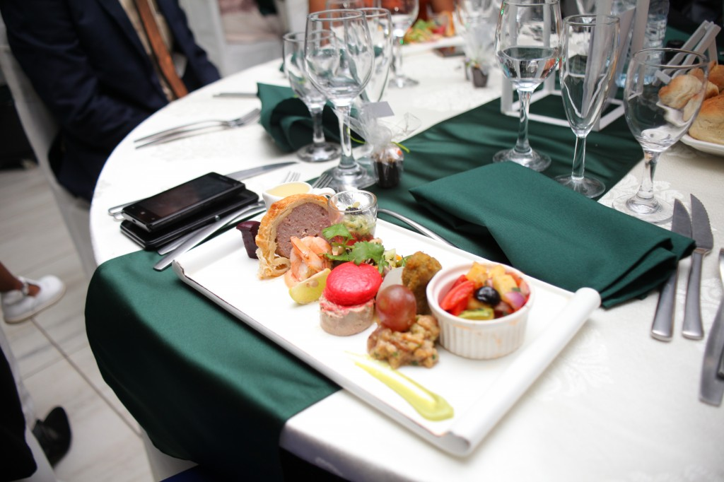 grand-buffet-salle-réception-mariage-colonnades-Rado & Mihanta (3)