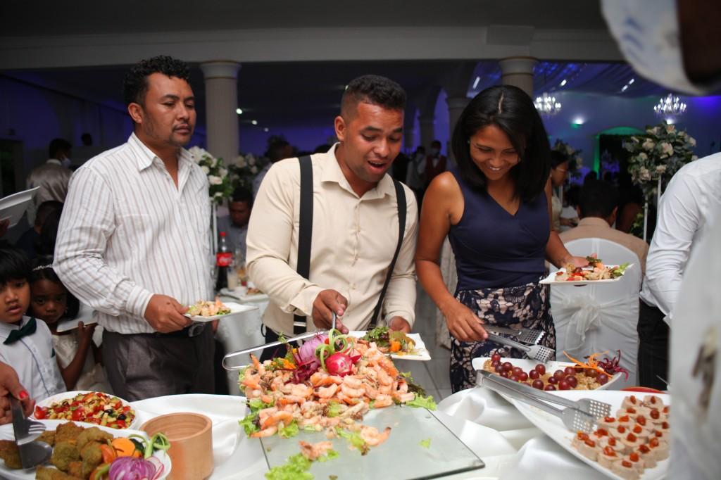grand-buffet-salle-réception-mariage-colonnades-Rado & Mihanta (6)