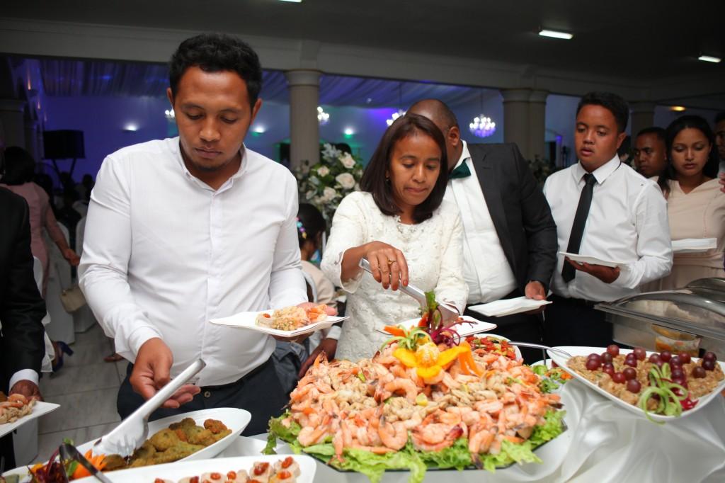 grand-buffet-salle-réception-mariage-colonnades-Rado & Mihanta (7)