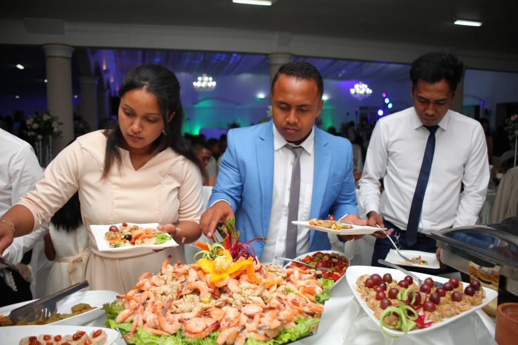 grand-buffet-salle-réception-mariage-colonnades-Rado & Mihanta (8)