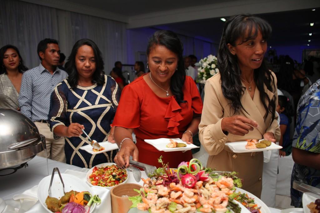 grand-buffet-salle-réception-mariage-colonnades-Rado & Mihanta (9)