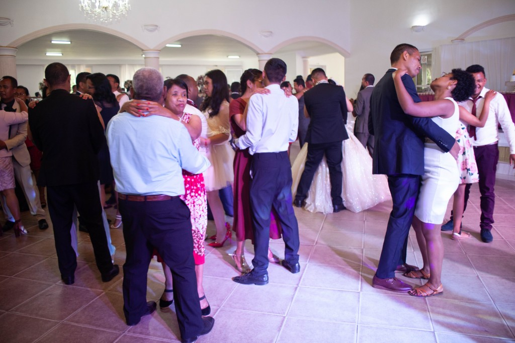 Ambiance-salle-reception-mariage-colonnades- jakina-todisoa (10)