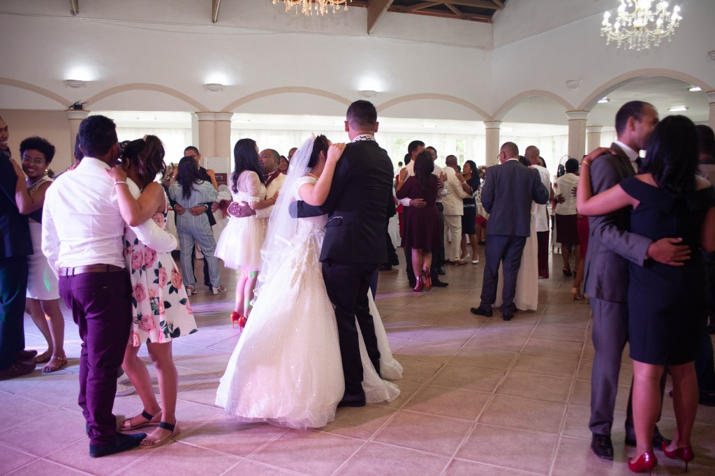 Ambiance-salle-reception-mariage-colonnades- jakina-todisoa (11)