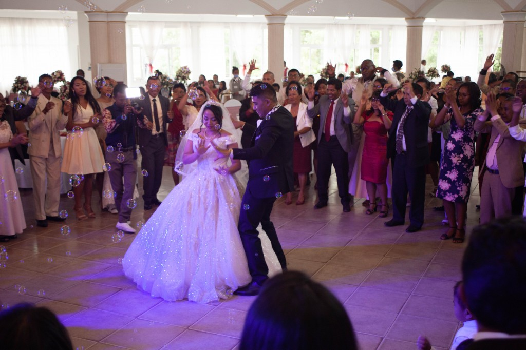 Ambiance-salle-reception-mariage-colonnades- jakina-todisoa (14)