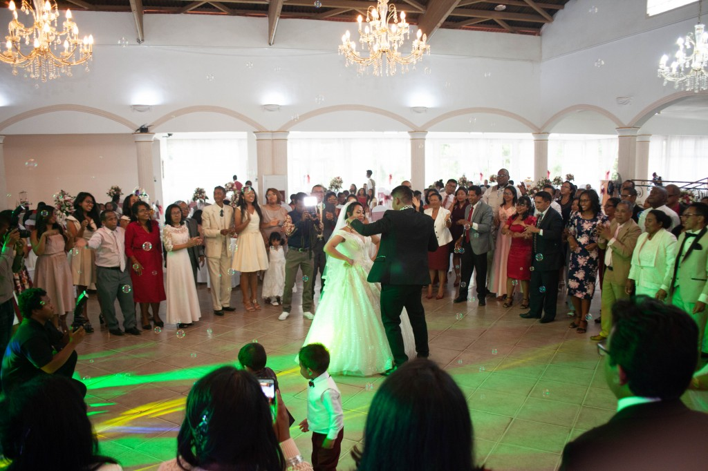 Ambiance-salle-reception-mariage-colonnades- jakina-todisoa (15)