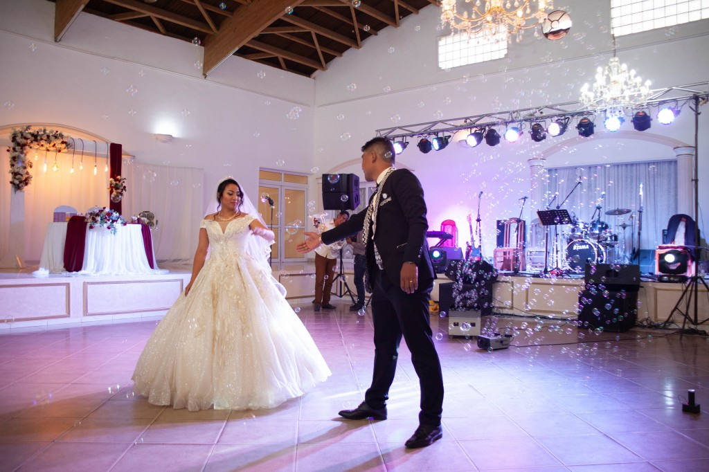 Ambiance-salle-reception-mariage-colonnades- jakina-todisoa (2)