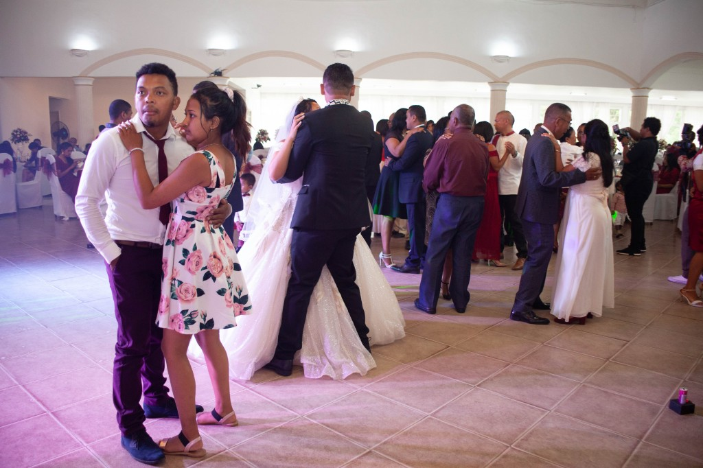 Ambiance-salle-reception-mariage-colonnades- jakina-todisoa (5)
