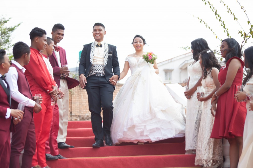 Tapis-rouge-mariage-colonnades- jakina-todisoa (5)